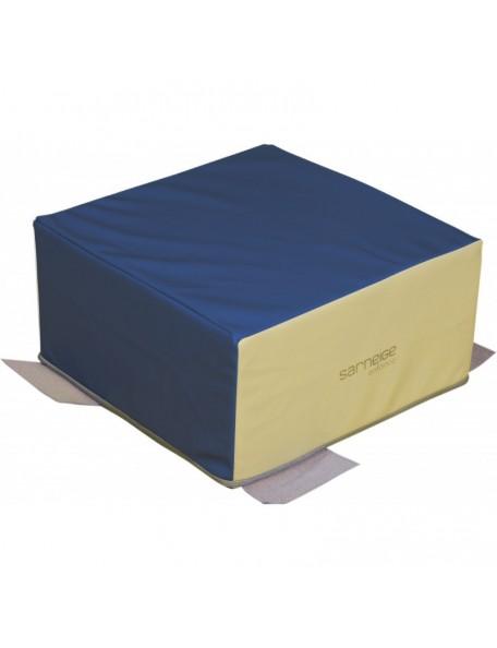 Cube de motricité sans pvs Sarneige en mousse pour les bébés de crèche.